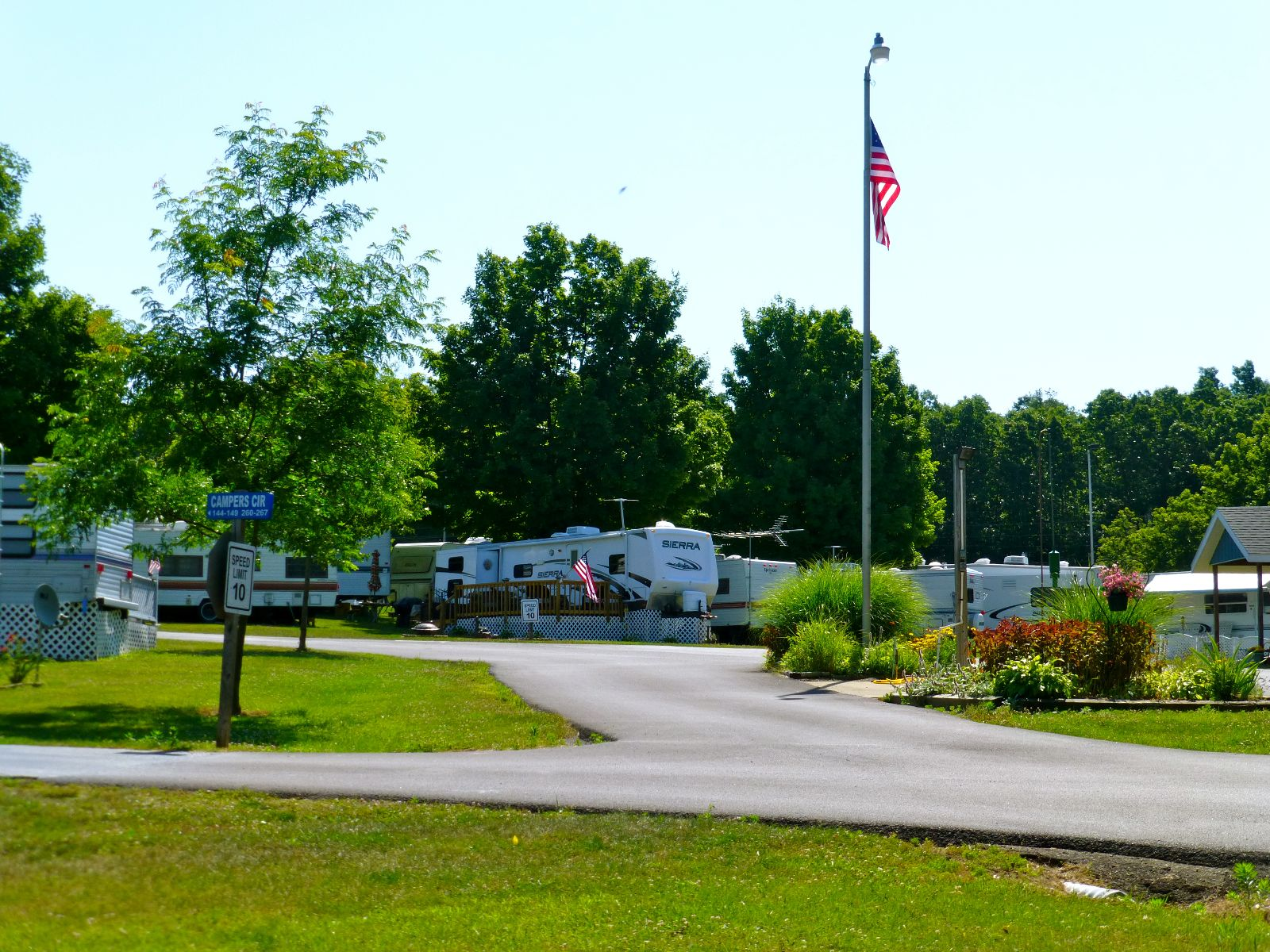 Apple Valley Lake - Campers Village
